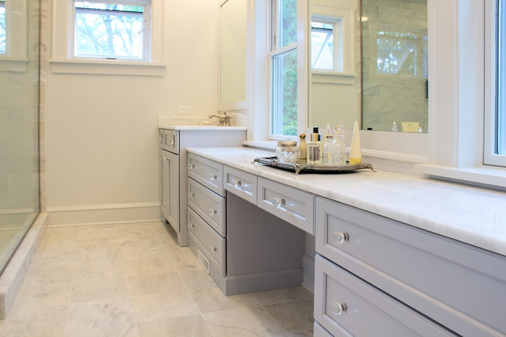 grey and white bath